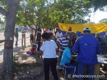 Colectivos en Ciudad Ojeda se llevaron boletas de la consulta popular La licenciada en enfermería Ana - Efecto Cocuyo