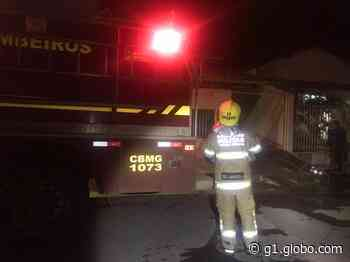 Incêndio é registrado em casa após vela ficar acesa em Bom Despacho - G1
