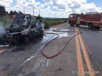 Pane nos freios provoca incêndio e carro fica destruído em Bom Despacho - G1