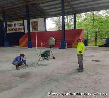 Inspeccionan proyecto de campo deportivo de Escobal en Colón, suspendido por pandemia - Panamá América