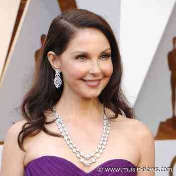 Ashley Judd's mum and sister looking after her as she recovers from jungle accident - Music News