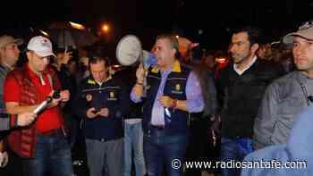 Duque acompañó a la comunidad de Guayabetal en el simulacro nocturno - Radio Santa Fe