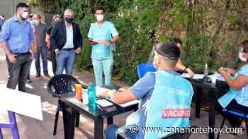 Julio Zamora supervisó dos puntos de vacunación para docentes en General Pacheco - zonanortehoy.com