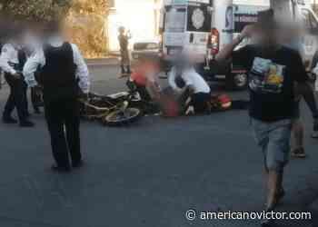Motociclista sufre accidente en la Av. San Juanito Itzícuaro - www.americanovictor.com