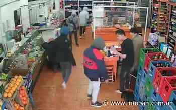 Detuvieron a dos sospechosos por el robo al supermercado de Santos Lugares - InfoBan