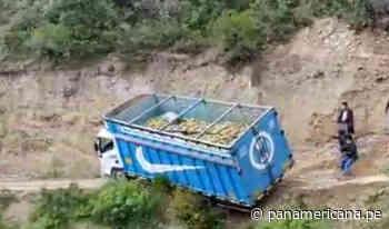Áncash: camión cae al abismo en zona de Carhuaz y chofer se salva de milagro | Panamericana TV - Panamericana Televisión