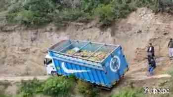 Áncash: Camión se cae al abismo... y chofer se salva en Carhuaz (Vídeo) - RPP Noticias