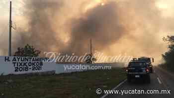 Bomberos batallan para sofocar incendio en basurero de Tixkokob - El Diario de Yucatán