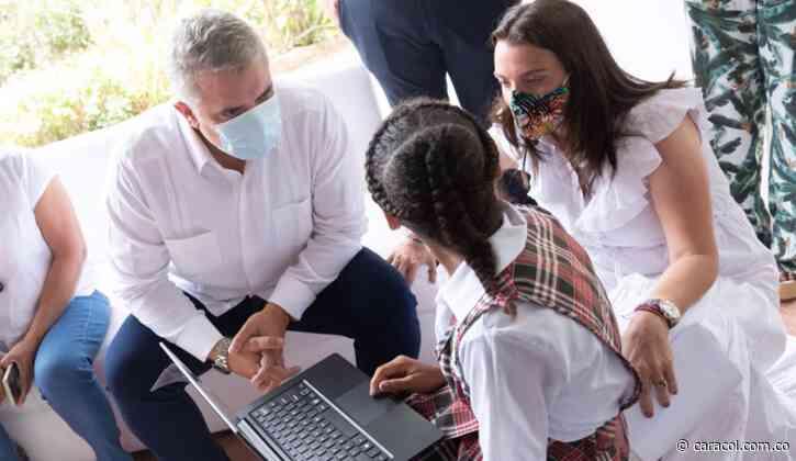Duque entregó en Baranoa los primeros cinco centros digitales del país - Caracol Radio