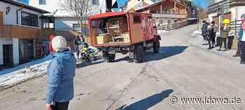 Corona-Fasching in Kollnburg - Der Konfettiwagen fährt durchs Burgdorf - idowa