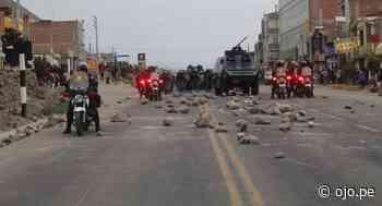 Arequipa: Transportistas y policías se enfrentan por liberación de vías en Yura - Diario Ojo