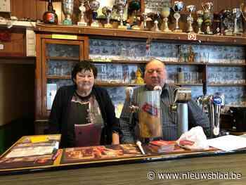"""Vier generaties hielden café open, maar corona maakt er definitief een einde aan: """"Pijnlijk dat we geen afscheid konden nemen van onze klanten"""" - Het Nieuwsblad"""