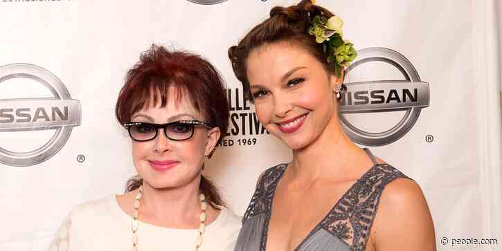 Naomi Judd Says Daughter Ashley Judd 'Can't Get Out of Bed' Yet After Her 'Catastrophic Accident' - PEOPLE