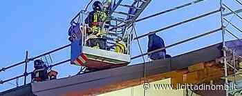 Triuggio, terzo incendio in un mese allo stesso tetto: due ore di intervento per i vigili del fuoco - Il Cittadino di Monza e Brianza