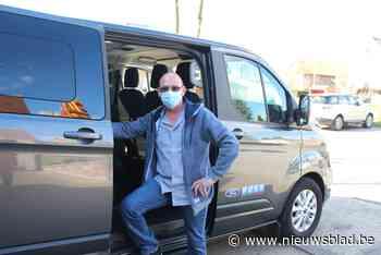 'Covidbusje' helpt iedereen tot in het vaccinatiecentrum van Bommershoven