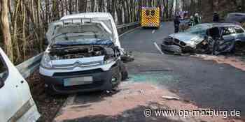 Polizei - Frontalzusammenstoß von zwei Fahrzeugen - Oberhessische Presse