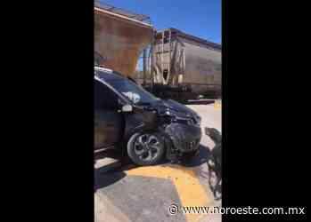 Tren golpea a una camioneta en crucero de La Cruz, Elota - Noroeste