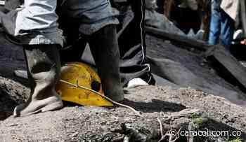 Bloquean vía de Boyacá para exigir rescate de minero atrapado en Socotá - Caracol Radio