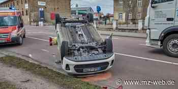 Unfall mit Fahrerflucht an Einmündung Schachtstraße auf Thomas-Müntzer-Straße Bernburg: Polizei fahndet nach grauem BMW mit Blechschaden - Mitteldeutsche Zeitung