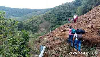 Cierre total de la vía Betulia Urrao por deslizamiento de tierra - Caracol Radio