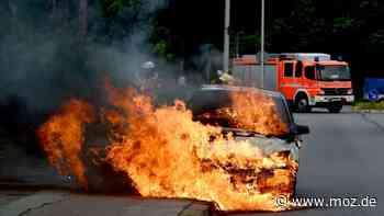 Brand: Autos in Fredersdorf-Vogelsdorf fangen Feuer - moz.de