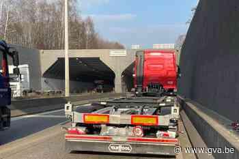 Half uur aanschuiven door ongeval net voor Tijsmanstunnel - Gazet van Antwerpen