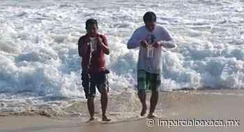 Toman muestra para la calidad del agua en playas de Puerto Escondido - El Imparcial de Oaxaca