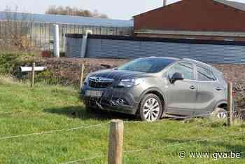 Auto steekt veld en beek over in Rijkevorsel - Gazet van Antwerpen
