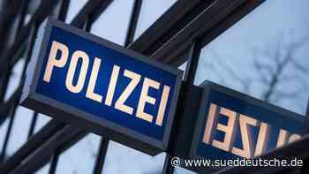 Fahrkartenkontrolle: 25-Jähriger schlägt Zugscheibe ein - Süddeutsche Zeitung