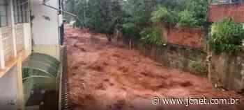 Chuva provoca alagamentos na Estância de Barra Bonita - JCNET - Jornal da Cidade de Bauru