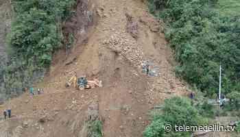 Vía Urrao-Betulia continúa cerrada por deslizamiento de tierra - Telemedellín