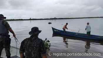 Flagrante de pesca ilegal no Mar Pequeno, em Iguape - Adilson Cabral