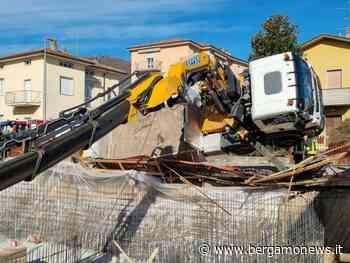 Torre Boldone, gru si ribalta all'interno di un cantiere: coinvolto un 36enne - BergamoNews.it