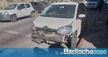 Volcó con su auto en Bustillo y terminó en el hospital - Bariloche 2000