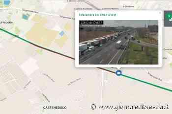 Autoarticolato si ribalta in A4, traffico in tilt a Castenedolo - Giornale di Brescia