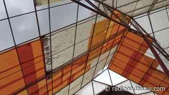 Ilave: Techos del centro de salud Metropolitano necesitan cambio. Ingresa agua de lluvia - Radio Onda Azul