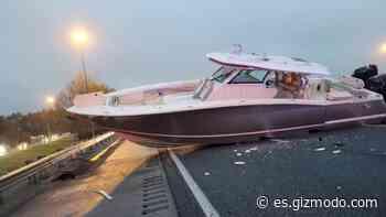 Un barco bloquea el tráfico en una autopista de Florida - Gizmodo en Español