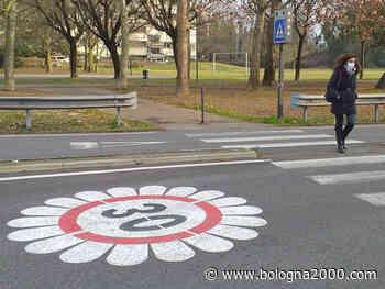 Sicurezza stradale e ambiente: in via Gramsci a Castel Maggiore spuntano le margherite. Allo studio nuovi provvedimenti per la mobilità sostenibile - Bologna 2000