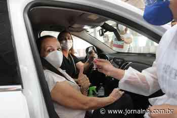 Dona Santa, mãe da prefeita Fatima Daudt, recebe primeira dose - Jornal NH