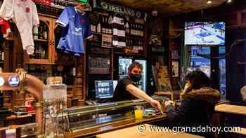 El interior de los bares de Granada estarían cerrados con la nueva propuesta de Sanidad - Granada Hoy