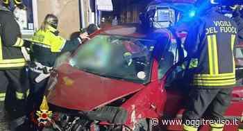 Schianto a Lonigo, rimane intrappolato nella sua auto - Oggi Treviso
