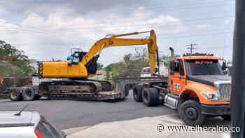Trancón en entrada a Sabanalarga por incidente con retroexcavadora - EL HERALDO