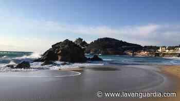 Cuando sopla la tramontana en la cala de La Fosca - La Vanguardia