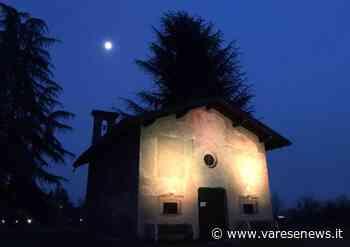 Sesto Calende illumina di giallo l'oratorio di san Vincenzo contro l'endometriosi - varesenews.it
