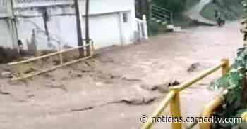 El agua se metió y tumbó las paredes: seis casas quedaron destruidas tras creciente de un río - Noticias Caracol