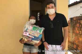 VÍDEO: Cantor de Pau dos Ferros-RN, após ver matéria da TV Diário do Sertão, ajuda família de Cajazeiras - Diário do Sertão
