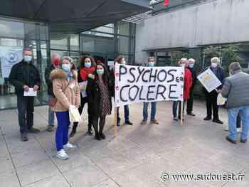 Charente-Maritime : les psychologues manifestent devant l'hôpital de Saintes - Sud Ouest