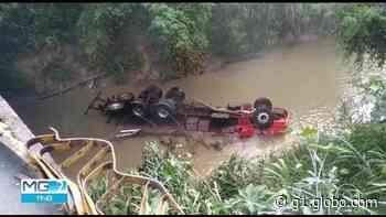 Caminhão cai em riacho, em Pedro Leopoldo, na Grande BH - G1