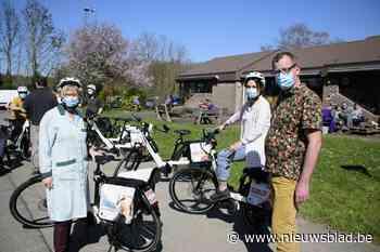"""Provincie overtuigt medewerkers Ons Tehuis Brabant om naar het werk te fietsen: """"Met de wagen haal ik gemiddeld 40 km per uur, ik denk dat ik dat ook haal met de fiets"""""""