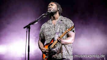 """Bloc Partys Kele Okereke: Neues Album THE WAVES PT. 1 und """"Smalltown Boy"""" im Stream - Musikexpress"""